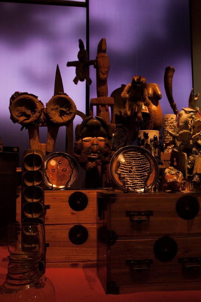 Psychotropia François BernardArt brut, objets rituels et sacrés dialoguent avec l'art contemporain