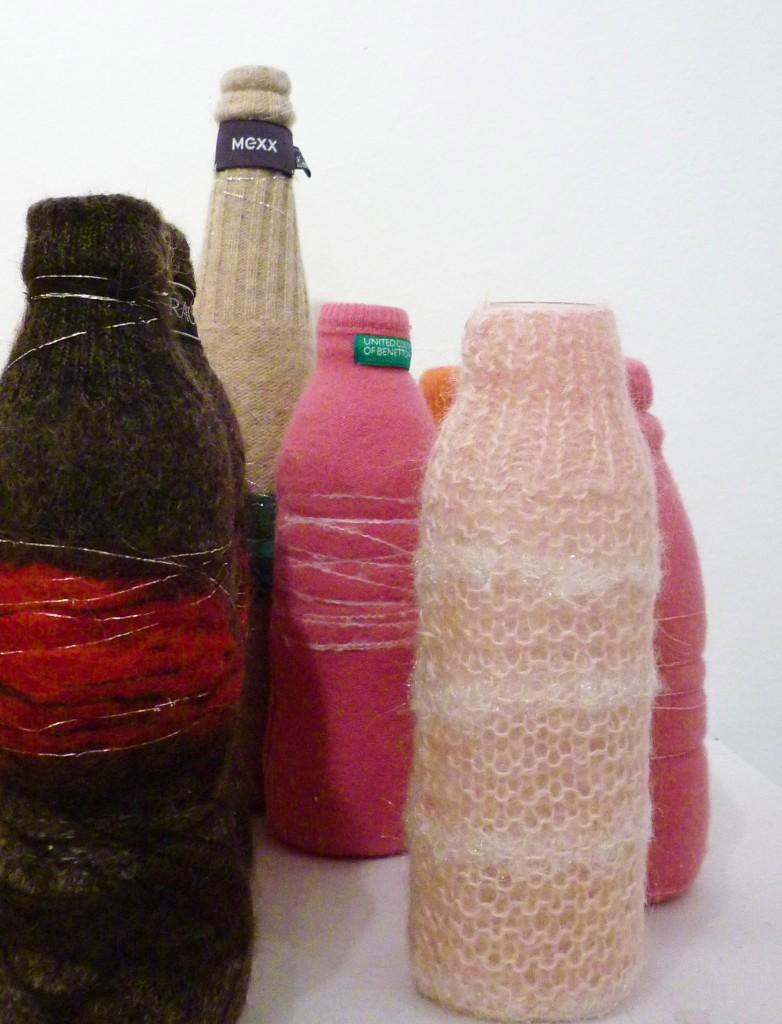 Bouteilles en laine par Cam Dup
