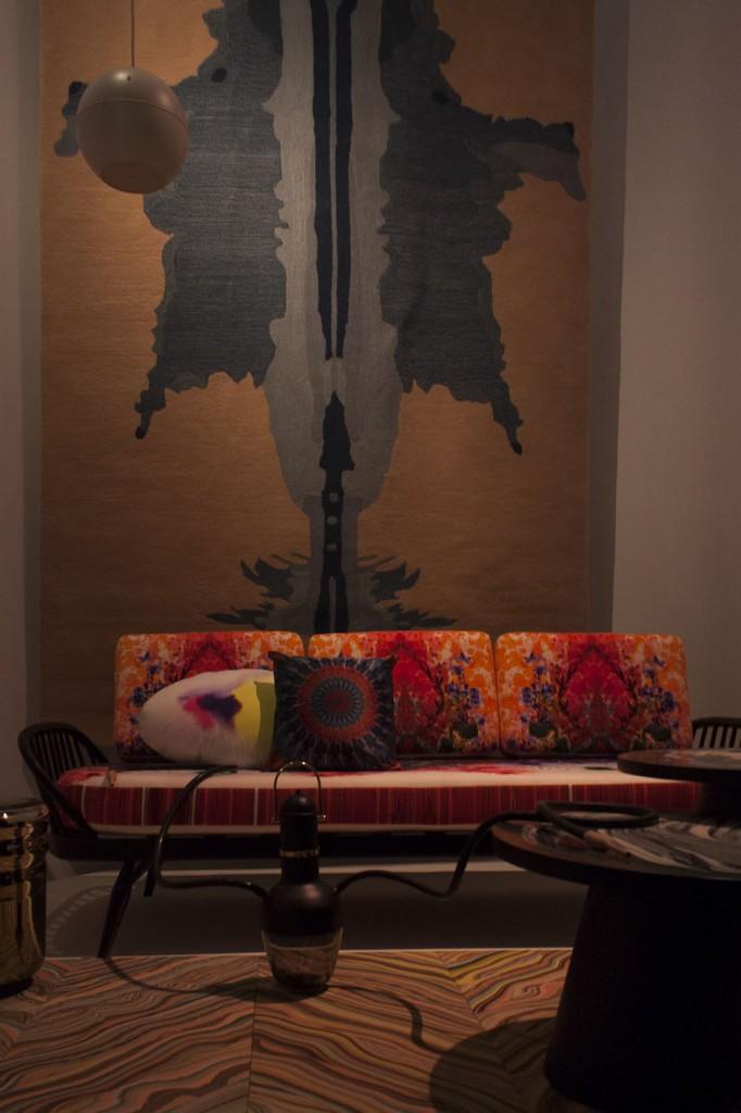 "Sofa Studio couch / Timorous Beasties / Ercol Tapis ""Inkblot"" par Bina Baitel pour Roche Bobois"