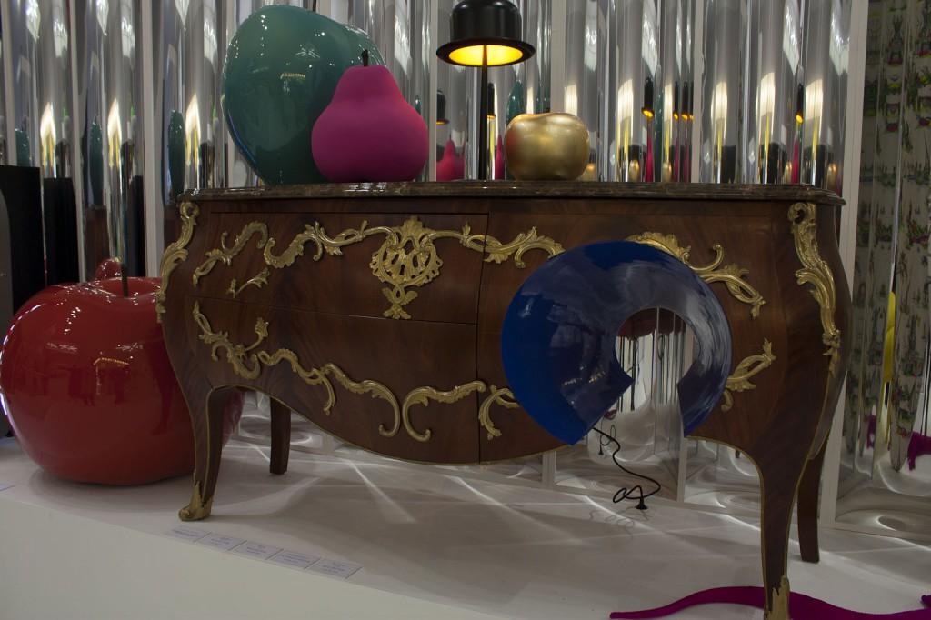 """Commode """"F*ck the classic"""" Ferruccio Laviani Fratelli Boffi Cerise, poire, pomme Bull & Stein, Chapeau melon La chaise Longue"""