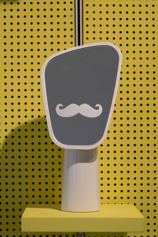 Le miroir MUSTACHE EFFECT pour l'Atelier Renault - 5.5 designstudio