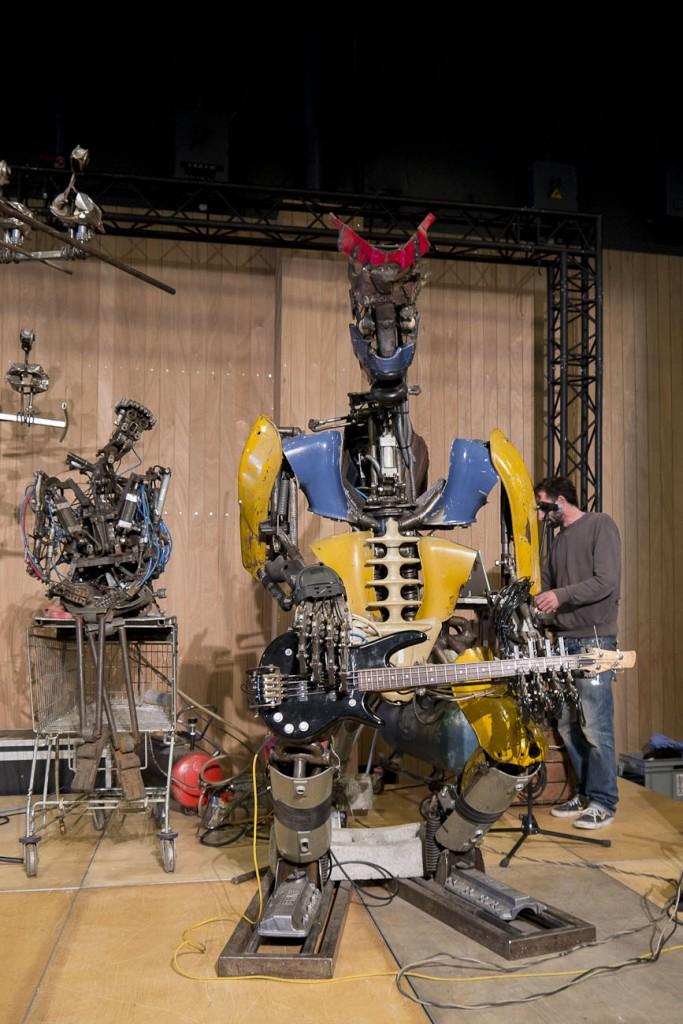 Maker Faire Paris 2015 - The one love machine band d'ėtonantes sculptures realisėes a partir de ferrailles by Kolja Kugler