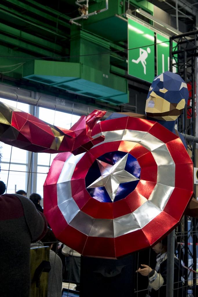 Maker Faire Paris 2015 - Captain America  Sculptures de papier en volume by DT Workshop (David Truong) paper désigner