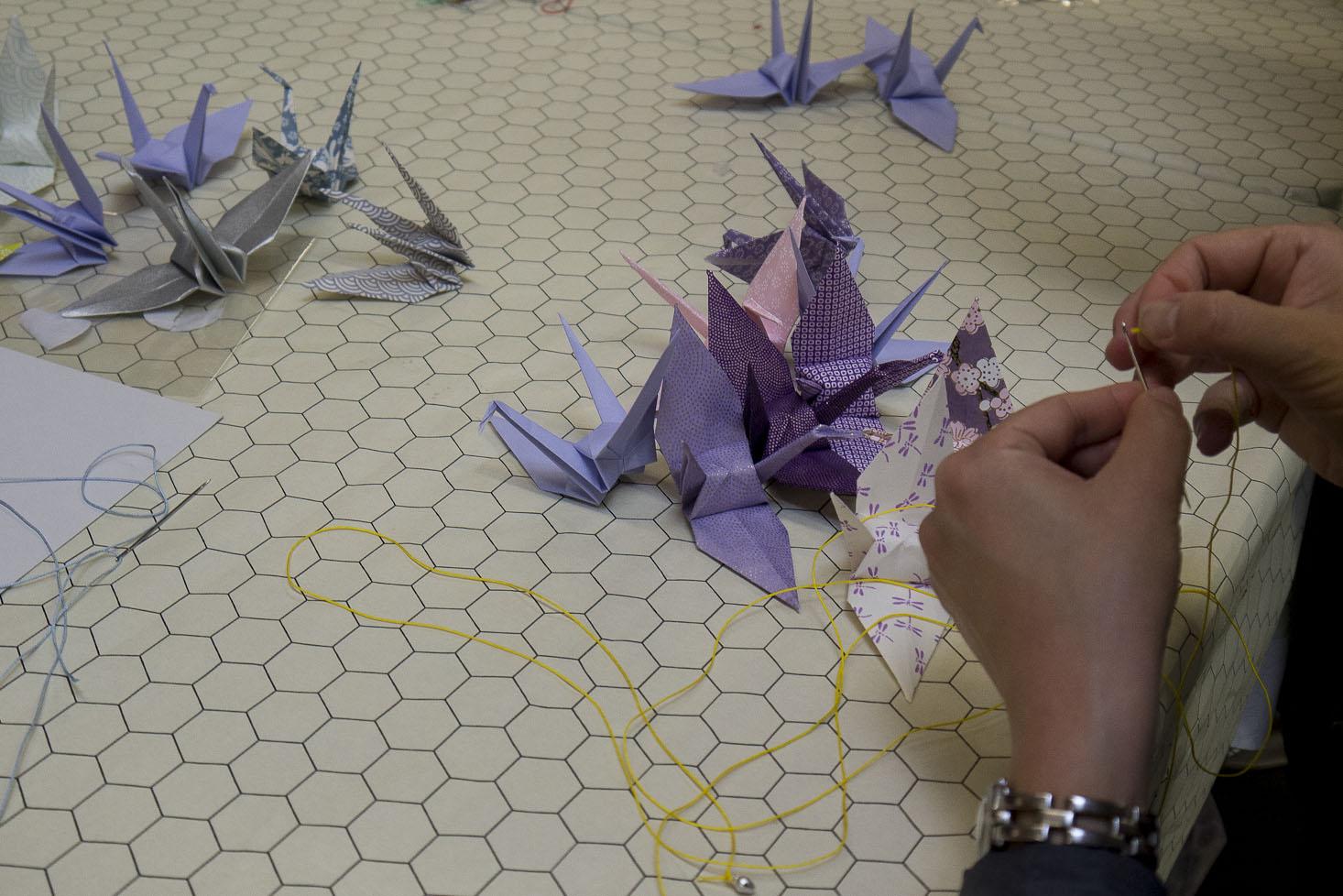 Atelier DIY au salon Création & Savoir-faire Réalisation d'une guirlande de grues en origami