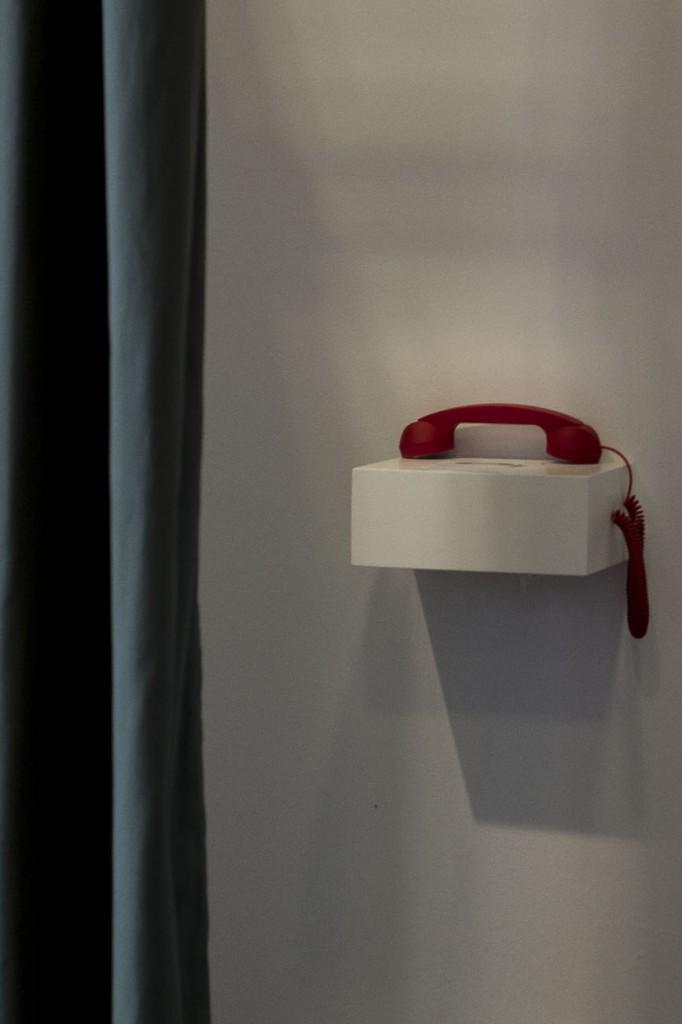 """Les Cabines aux Ateliers de Paris """"Cabine téléphoniquel"""" par Christophe Lhote, Sophie Cure, Marta Bakowski, studio Monsieur et Lili Gayman - Une expérience ludique, insolite, créative et participative"""